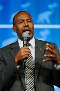 Dr_Ben_Carson_at_the_Southern_Republican_Leadership_Conference,_Oklahoma_City,_OK_May_2015_by_Michael_Vadon_II_18